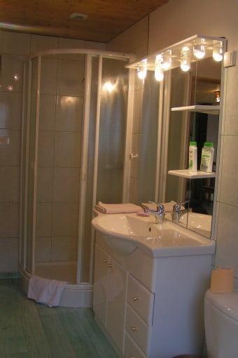 salle de bain douche le Petit Tholy.jpg