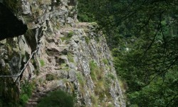 chemin de roches.jpg