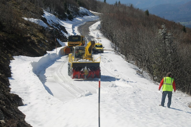 Il y a bien 2 mètres de neige en avril dans les vosges... sur la route des crêtes.
