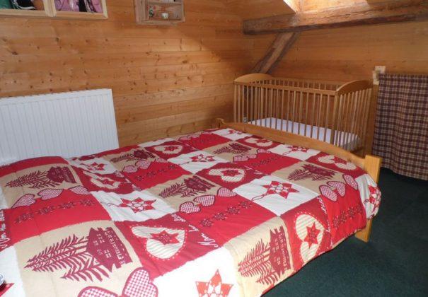 chambre avec lit bebe