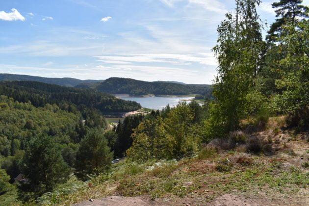 point de vue sur le lac depuis le chateau de pierre percee