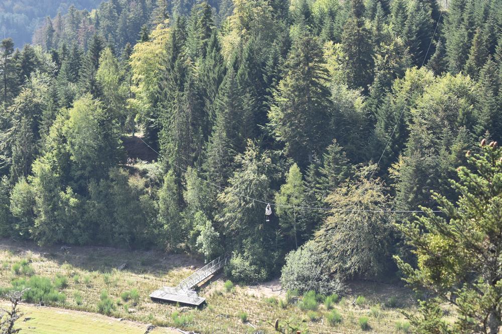 tyrolienne pierre percee